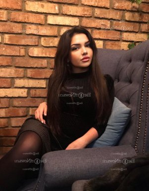 Myranda escort girl